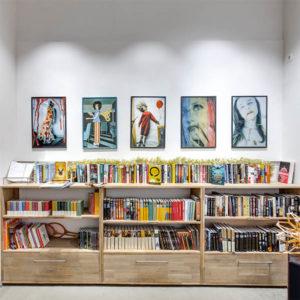 Книжная шафа 3d тур выставка Евгений Тиханович
